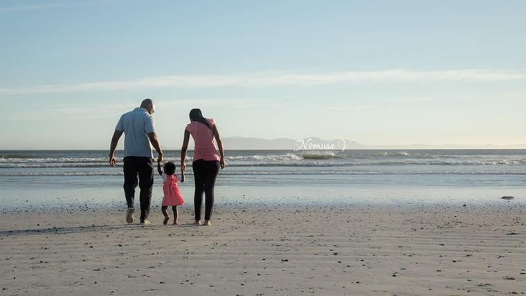 mupunga family_strand beach_nomusa v photoblog_cape_town_family_photographer  (1)